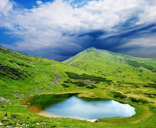 山丘小湖-自然风景高清图库-名片之家